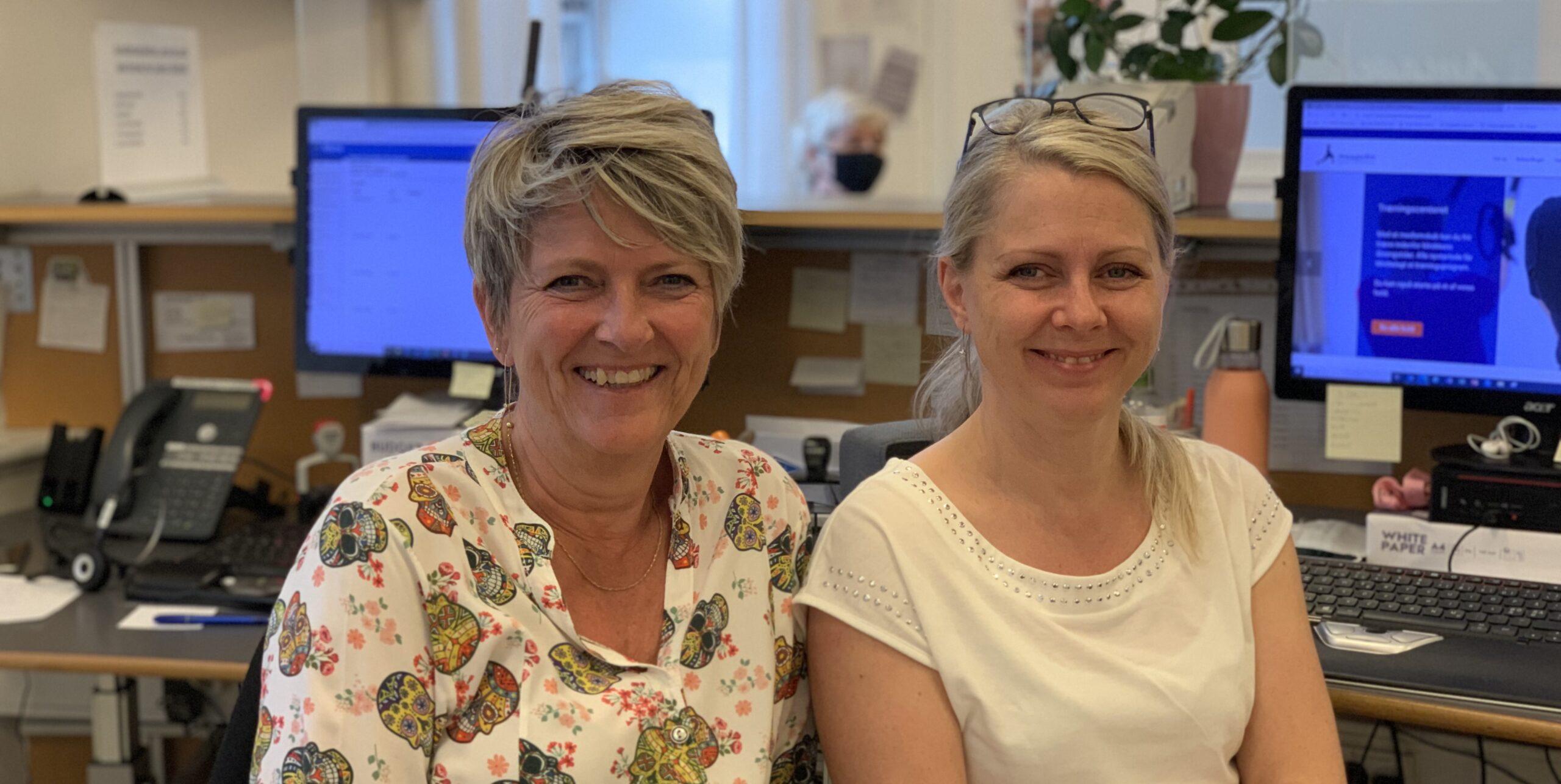 Hanne og Susanne tager imod i receptionen på Amagerbro Fysioterapi og træningscenter
